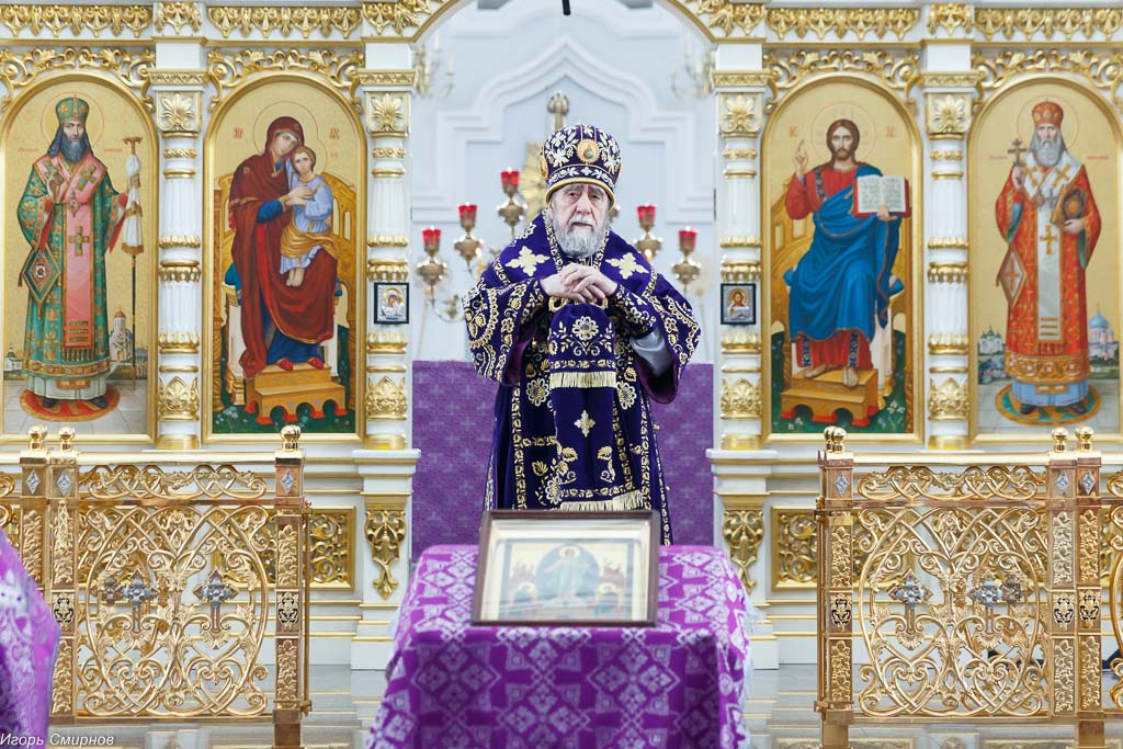 180325 27 Литургия Собор Успения Омск митр. Владимир (Иким) IMG_8322
