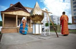 Храм святых благоверных князей Бориса и Глеба в 48-й отдельной железнодорожной бригаде увенчан куполом и крестом