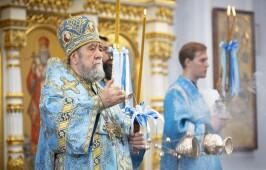 Митрополит Владимир совершил Литургию и молебен на начало учебного года в Успенском кафедральном соборе