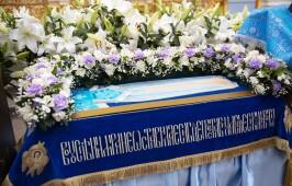 Митрополит Владимир совершил Утреню с Чином Погребения Пресвятой Богородицы в Успенском кафедральном соборе