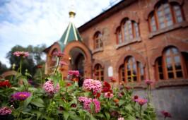В День знаний митрополит Владимир совершил молебен на начало учебного года в храме при ОмГУ им. Ф.М. Достоевского