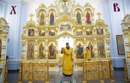 В день памяти великомученика Димитрия Солунского митрополит Владимир совершил Литургию в Успенском кафедральном соборе