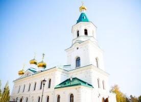 Митрополит Владимир поздравил прихожан Воскресенского собора с Пасхой Христовой