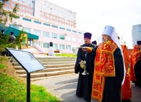 Митрополит Владимир открыл «Аллеи памяти» по погибшим от коронавирусной инфекции COVID-19