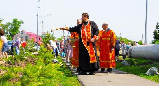2021.05.23 высадка деревьев на приходе Николо-Игнатьевского храма(27) - копия