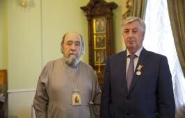 Митрополит Владимир наградил Виктора Шрейдера медалью