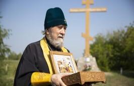 Митрополит Владимир совершил автомобильный крестный ход вокруг города Омска с мощами святого благоверного князя Александра Невского