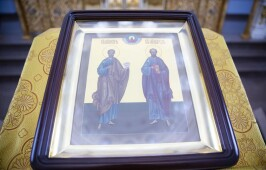В день памяти первоверховных апостолов Петра и Павла митрополит Владимир совершил Литургию в Успенском кафедральном соборе