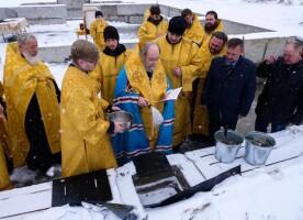 Митрополит Владимир совершил освящение закладного камня на месте строительства храма святителя Луки (Войно-Ясенецкого) в поселке Хвойный