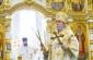 В Неделю 9-ю по Пятидесятнице митрополит Владимир совершил Литургию в Успенском кафедральном соборе