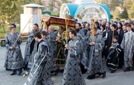 Митрополит Владимир возглавил утреню Великой Субботы с чином погребения