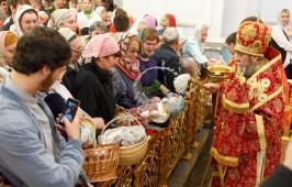 В Пасхальную ночь митрополит Владимир возглавил праздничные богослужения