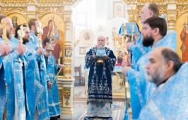 В Неделю о Страшном суде митрополит Владимир совершил Литургию в Успенском соборе