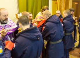 350 омских военнослужащих 242 учебного центра ВДВ приобщилось Святых Христовых Таин