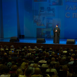 митрополит Омский и Таврический Владимир (Иким) поздравляет медицинских работников  (12 из 22)