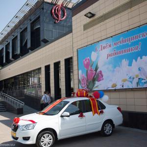 митрополит Омский и Таврический Владимир (Иким) поздравляет медицинских работников  (2 из 22)