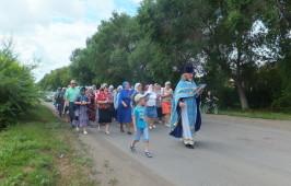 В день Тихвинской иконы Божией Матери в р.п. Таврическое состоялся ежегодный крестный ход по поселку.