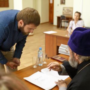 20170824 021 Собеседование с поступающими в Омскую Духовную Семинарию митр. Владимир (Иким) IMG_8472