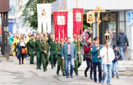 С молитвой о деятельно-трезвом отношении к учебе и к жизни прошли омские верующие по улицам города