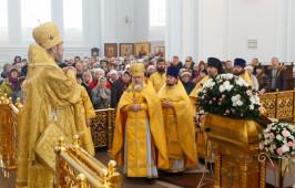 Притчу о богаче и Лазаре омские верующими вспомнили за воскресным богослужением
