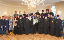 Митрополит Владимир поздравил с Рождеством Христовым сотрудников епархиального управления