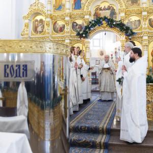180119 014 Крещение Господа Собор Успения Омск митр. Владимир (Иким) IMG_9118