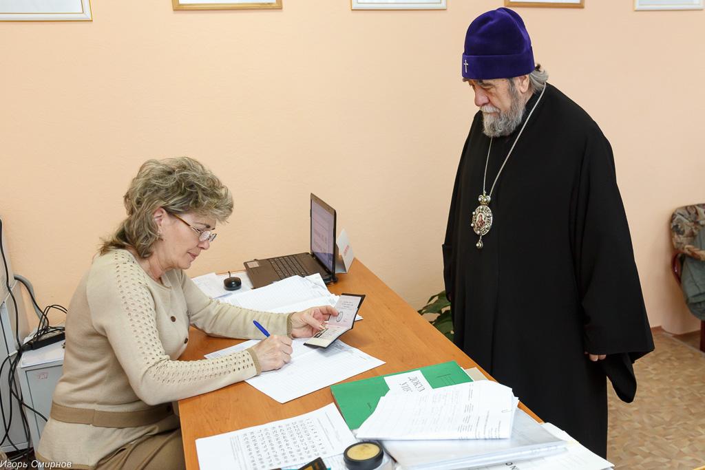 180318 005 Выборы президента РФ Омск митр. Владимир (Иким) IMG_7069