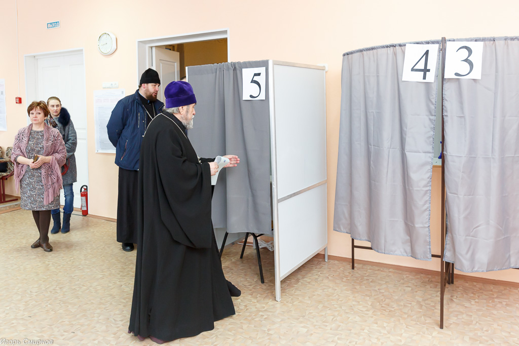 180318 008 Выборы президента РФ Омск митр. Владимир (Иким) IMG_7083