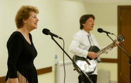 В Омске выступил вокальный дуэт из Ташкента «Луч солнца»