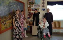 Паломники в Большекулачинском монастыре