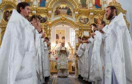 В праздник Преображения Господня митрополит Владимир возглавил Литургию в Успенском кафедральном соборе