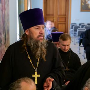180904 010 Собрание Духовенства Семинария Омск митр. Владимир (Иким) P1199225