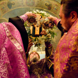 180926 044 Предпразднство Воздвижения Креста Господня Омск митр. Владимир (Иким) SIB_1152