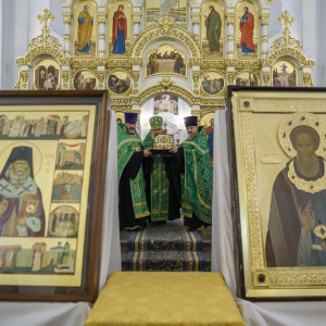 181007 018 встреча ковчега с мощами святителя Луки Собор Успения Омск митр. Владимир (Иким) IMG_3406