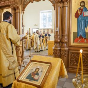 181009 007 Литургия Омская духовная семинария митр. Владимир (Иким) IMG_3556