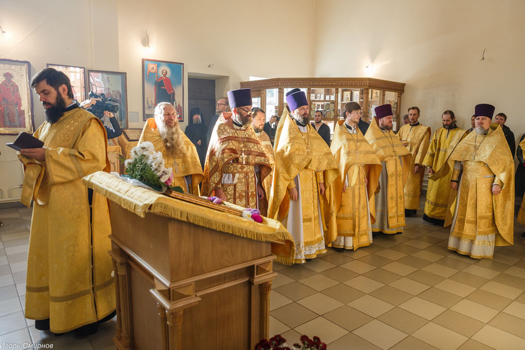 181009 025 Литургия Омская духовная семинария митр. Владимир (Иким) IMG_3626