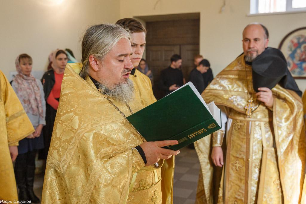 181009 026 Литургия Омская духовная семинария митр. Владимир (Иким) IMG_3630