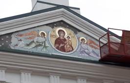 Фасад Воскресенского собора украсило мозаичное изображение Смоленской иконы Божией Матери