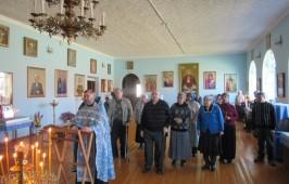 Визит паломников из областного общества инвалидов в храм села Новотроицкое